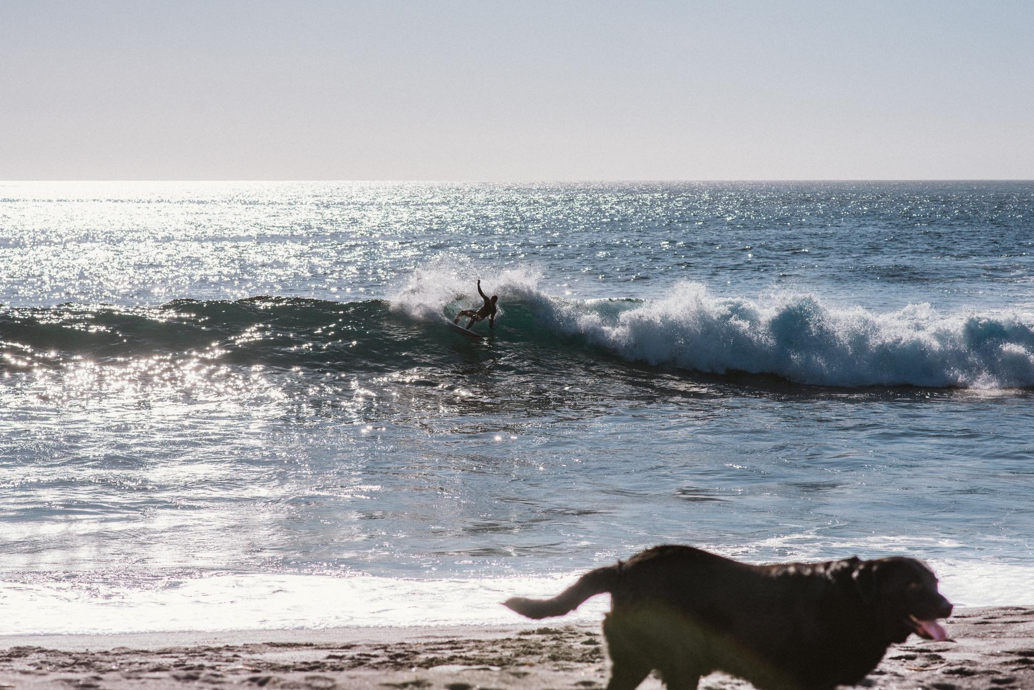 Szörf Praia dos Mosteirosnál