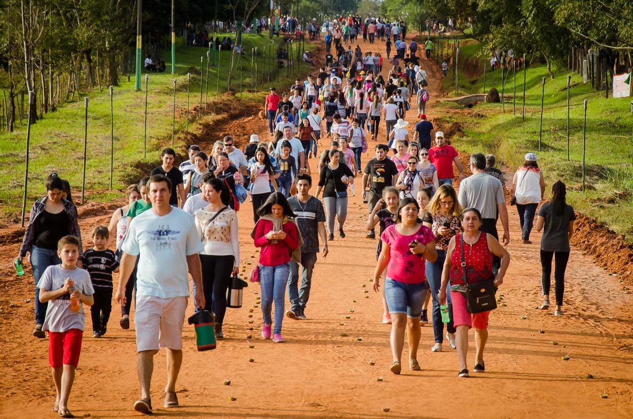Cerca de 20 mil personas realizaron la peregrinación tradicional en Tañarandy, como todos los años celebraron el Viernes Santo con la procesión de la Virgen Dolorosa por el Yvága Rapé. (Elton Núñez)