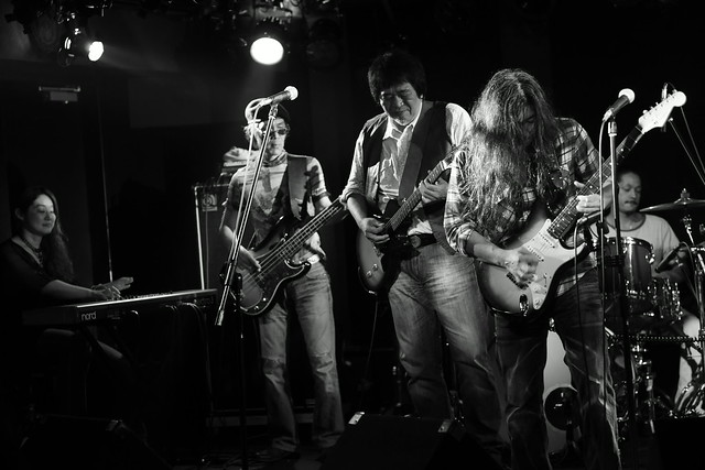 O.E. Gallagher live at 獅子王, Tokyo, 13 Oct 2014 - jam with Stevie. 359