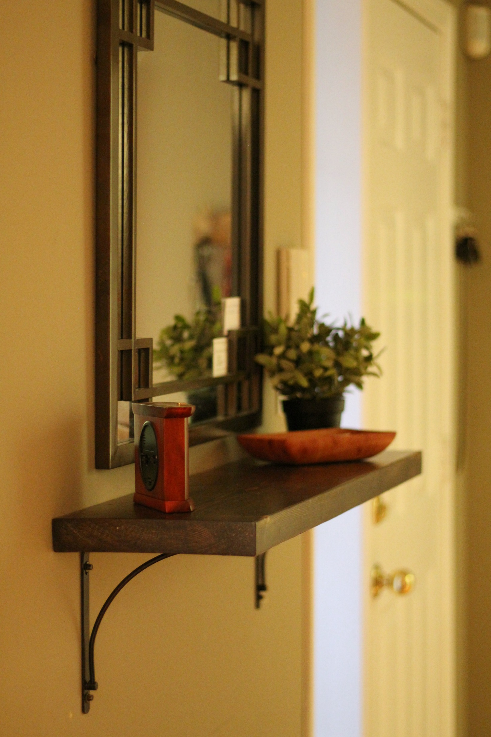 DIY Entryway Shelf