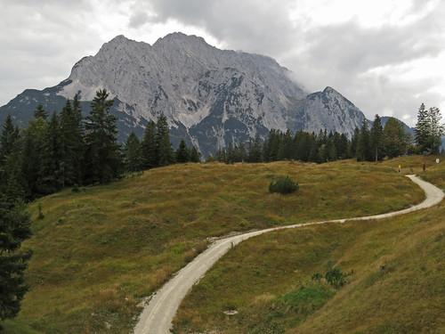 autumn alps germany bayern bavaria hiking wandern mittenwald kranzberg wetterstein bavarianprealps buckelwiese