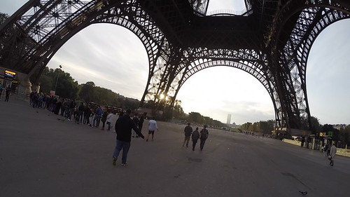 Eiffel Tower no crowd