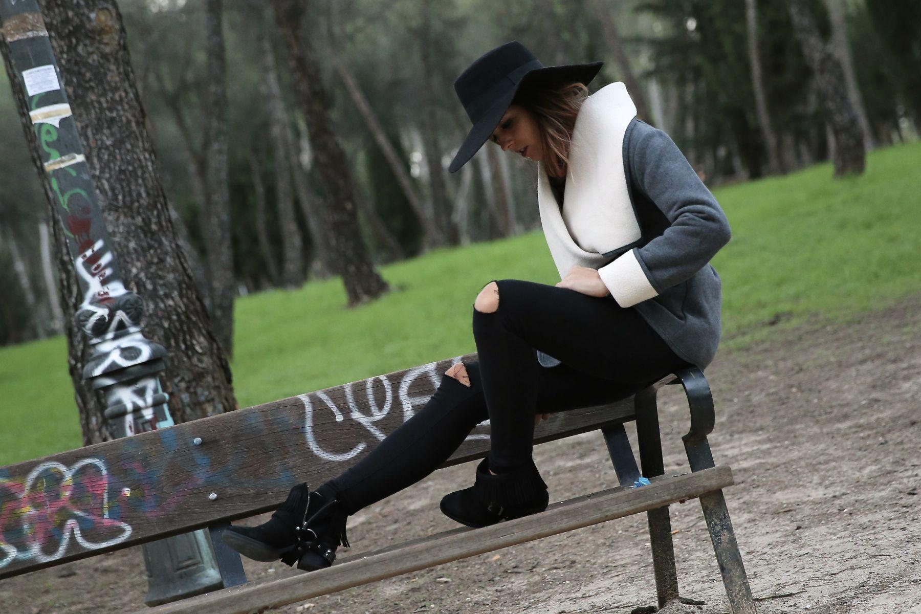 trendy_taste-look-outfit-street_style-ootd-blog-blogger-fashion_spain-moda_españa-abrigo_borrego-borreguillo-otoño-frio-cold-hat-sombrero-boho-hippie-steve_madden-skinny_jeans-pitillos-fall-9