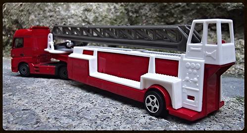 N°623/612 Mercedes Actros pompier Grande echelle. 15438183087_0189867e05