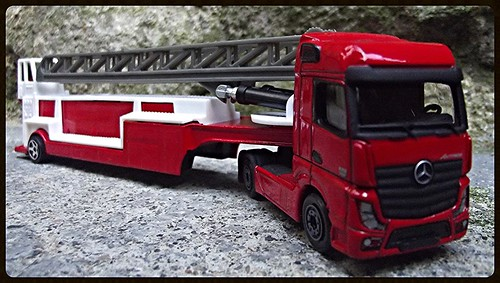 N°623/612 Mercedes Actros pompier Grande echelle. 15438187957_a1a880ae10