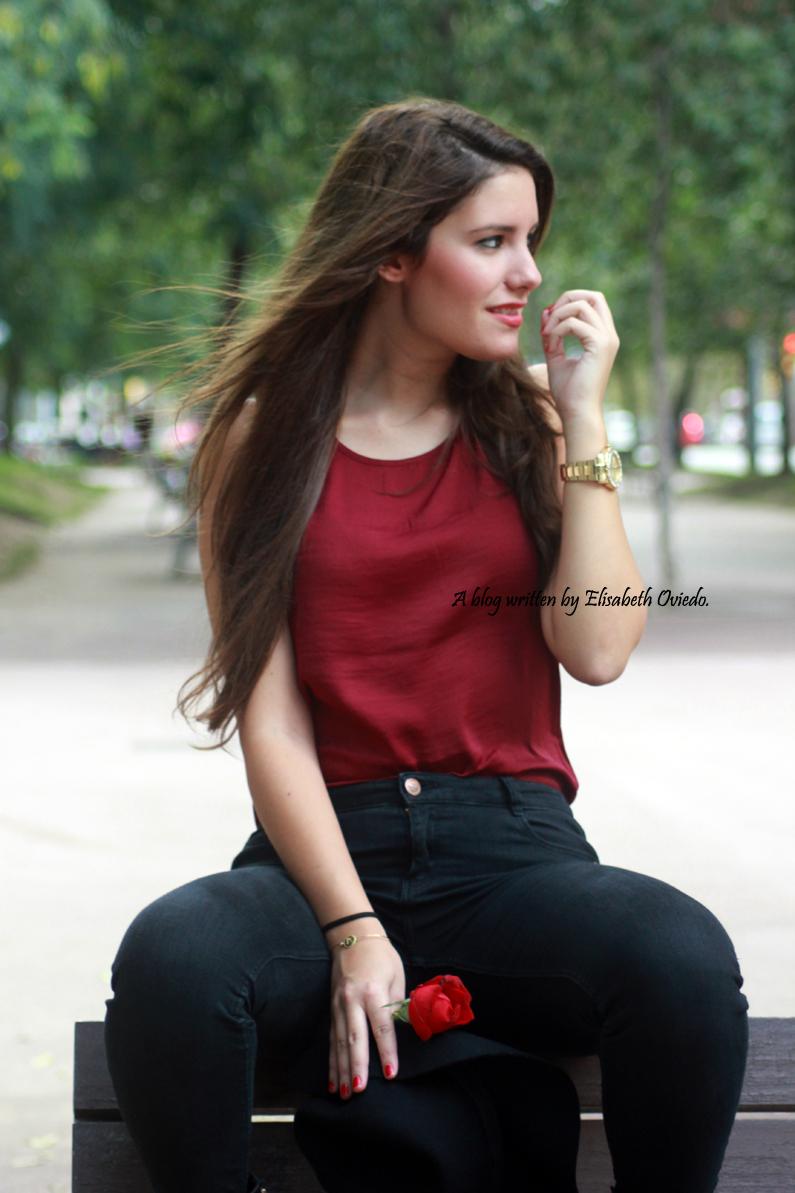 sombrero-negro-stradivarius---camiseta-burgundy-y-botas-XTI-HEELSANDROSES-(11)