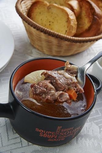 高雄新國際西餐廳正統牛排A餐套餐_附餐-蕃茄牛肉清湯2