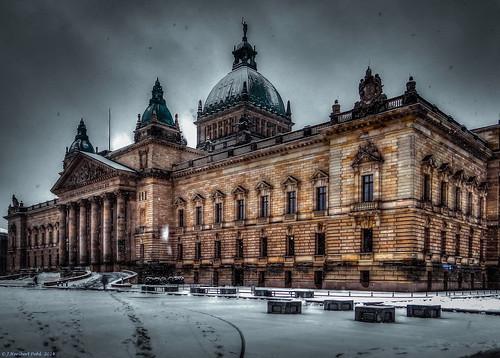 Leipzig, Bundesverwaltungsgericht am Simsonplatz bei starkem Schneefall -- Leipzig, Federal Administrative Court on Simsonplatz in heavy snow