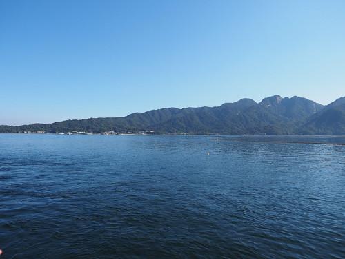 船上から宮島を望む