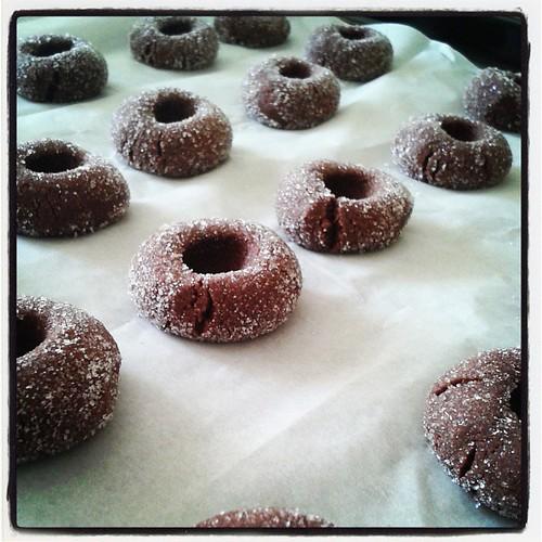 Elmas kurabiyeler pismeye hazir. Makyaj daha sonra...