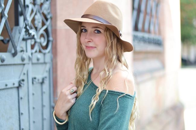 Lederleggings und Hüte (6)