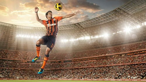 _Soccer_player_hits_the_ball_079749_