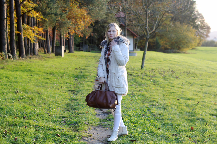 outfit-white-weekender-brown-beige-cozy-warm-pretty-in-chic