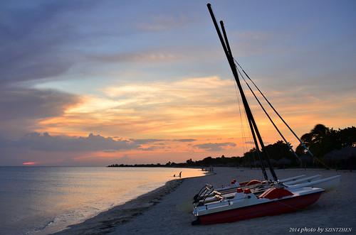 sunset beach sailboat cuba trinidad 日落 caribbeansea sunglow 海灘 playaancón 帆船 火燒雲 古巴 加勒比海 brisastrinidaddelmar 德里尼達