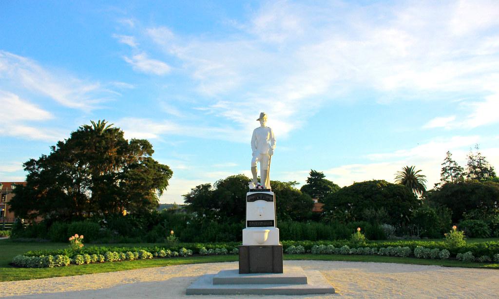 rotoroa-government-garden-statue