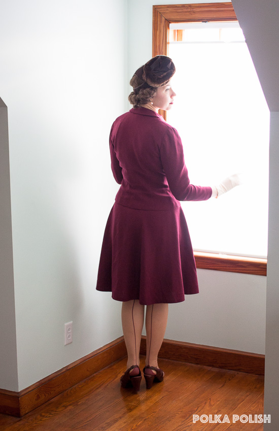 Deep burgundy 1940s suit paired with brown and petal pink accessories