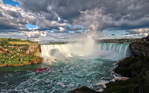 andreamoscato canada america view vista vivid overlook water waterfall acqua freshwater fiume river shadow light day clouds cielo sky nuvole cliff boat steam landscape paesaggio nature natura natural naturale parco park rock stones blue white green ombre waves onde