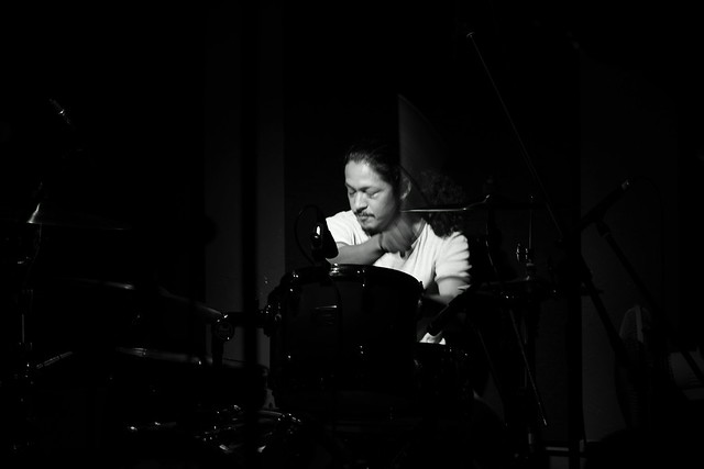 O.E. Gallagher live at 獅子王, Tokyo, 13 Oct 2014 - jam with Stevie. 452