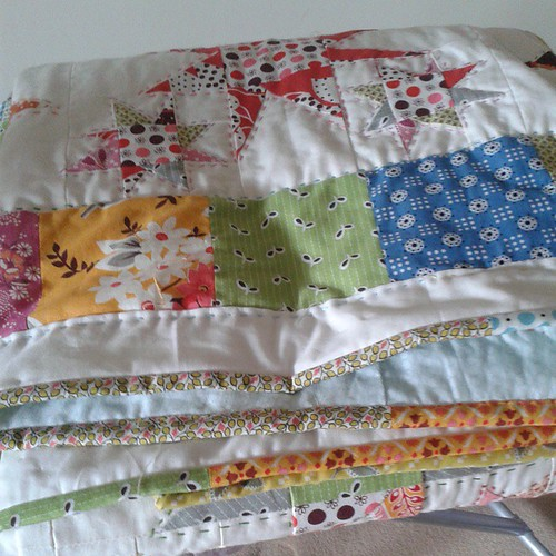 #hipbees a finished quilt. Better pics when I can get outside and it's not blowibg a gale