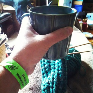 Still got my #24HoursofLeMons pit pass on, but thinking instead of going back, this spot, dogs, #Pats on TV and #knitting might be the plan for today.... #coffee #cozy #NAPblanket #getyourkniton