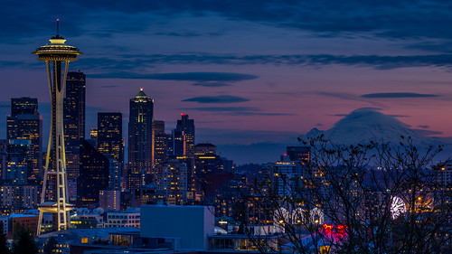 seattle city november sunset sky mountain skyline night clouds lights evening washington dusk bluesky nighttime citylights wa spaceneedle pinksky mtrainier lenticularcloud purplesky 2014