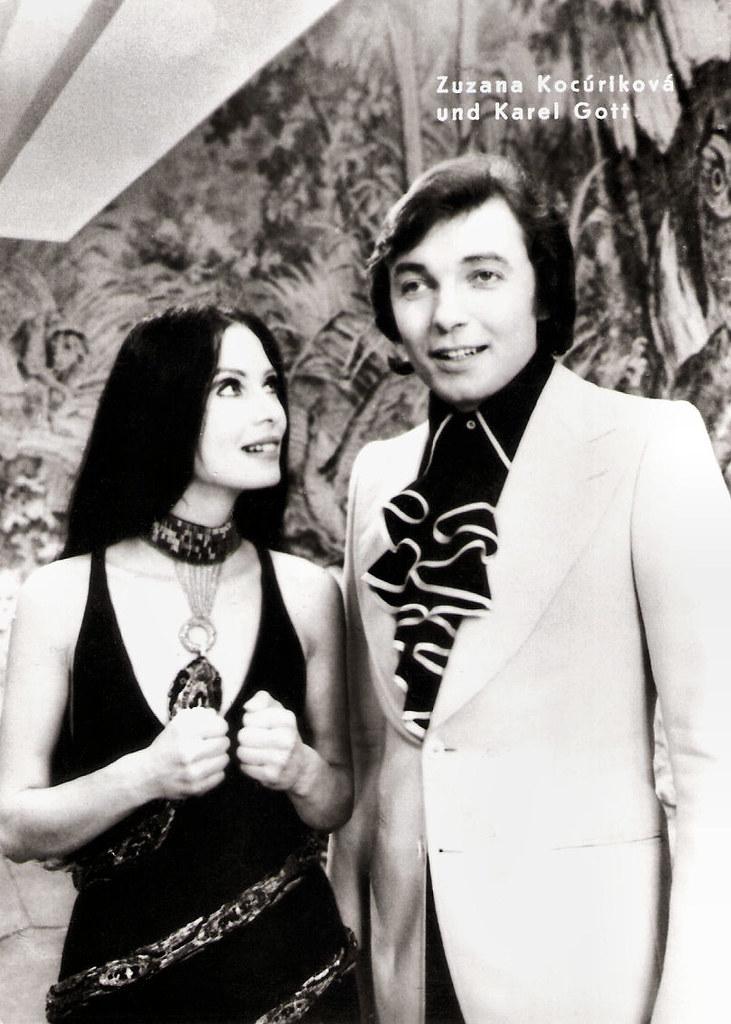 Karel Gott and  Zuzana Kocúrlková in Hvezda pada vzhuru