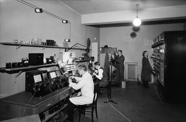 Yleisradion Fabianinkadun huoltopaja vuonna 1938.