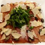 Carpaccio vom Südtiroler Schinkenspeck mit Rauke, Parmesan und Kernöl