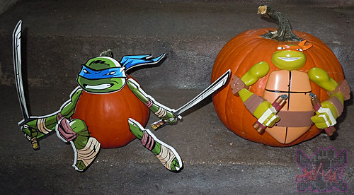 "GEMMY :: Nickelodeon  TEENAGE MUTANT NINJA TURTLES;  ""MICHELANGELO""  PUMPKIN PUSH-IN DECORATING KIT viii / ..with PTI ""LEO"" Push-in pumpkin (( 2014 ))"