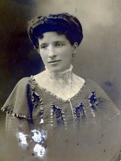 French woman portrait, 1900, Marie Lescouzeres