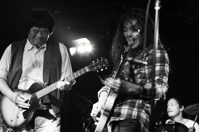 O.E. Gallagher live at 獅子王, Tokyo, 13 Oct 2014 - jam with Stevie. 504