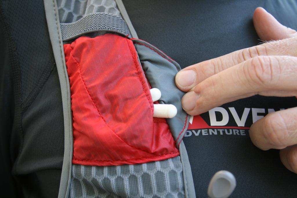 Η πατενταρισμένη (Magnon Electrolyte Pocket™) αδιάβροχη τσέπη μπορεί να χωρέσει τα saltstick ή ότι άλλες κάψουλες ηλεκτρολυτών χρησιμοποιείτε