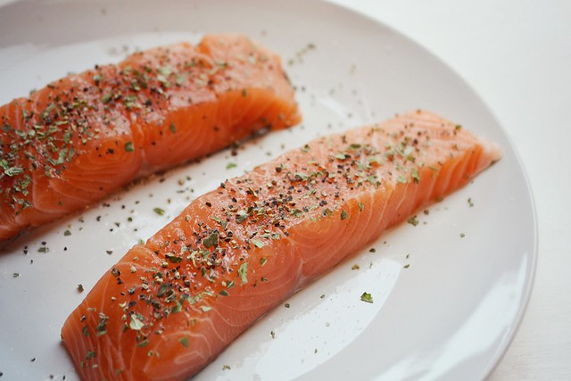 Ηealthy eating, salmon and asparagus recipe