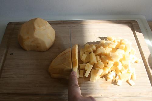 12 - Steckrübe würfeln / Dice turnip