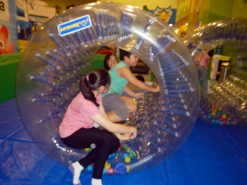 Kidzooona-kids-ball-zorb,Kidzooona-Robinsons-Galleria