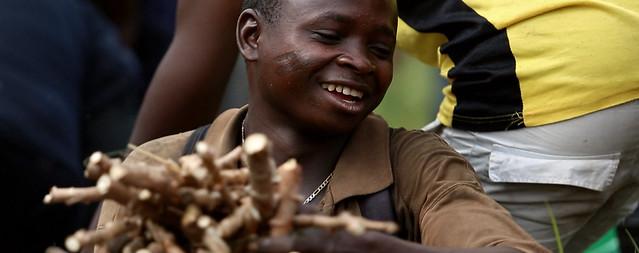Olivier Mushiete & Ibi Village (DRC, 2014) by Yann Verbeke