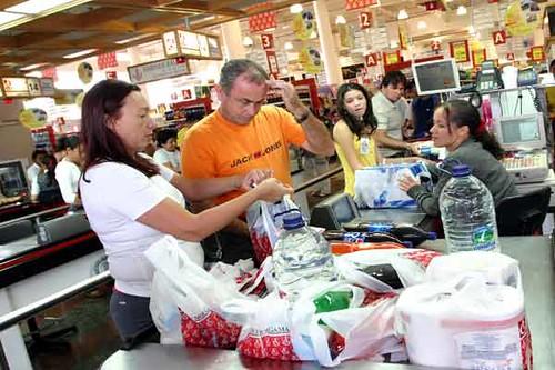 Clientes-en-supermercado_expand