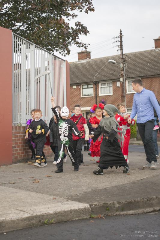 Dublin halloween - skeleton kids