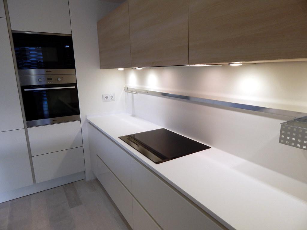 Muebles de cocina acabado soft for Colores de granito para cocinas blancas