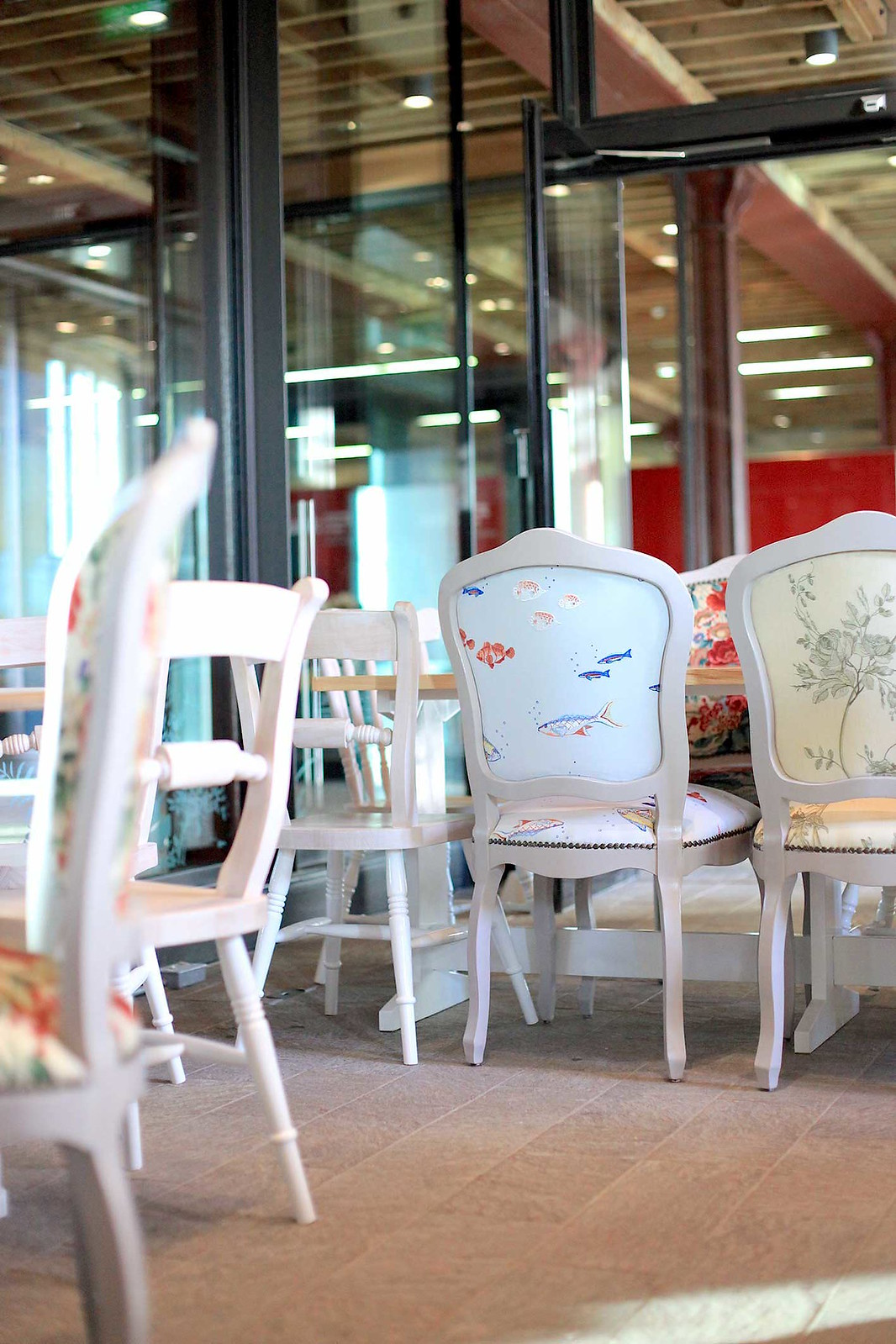 under-the-sea-fish-print-chairs-at-yumchaa-coffee-shop-in-kings-cross