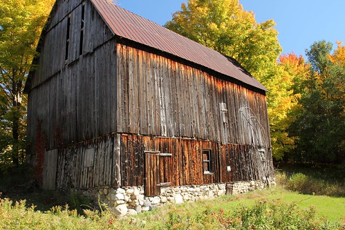 barns walloonlake michigan logstructures fall autumn fallcolors robertcarterphotographycom ©robertcarter
