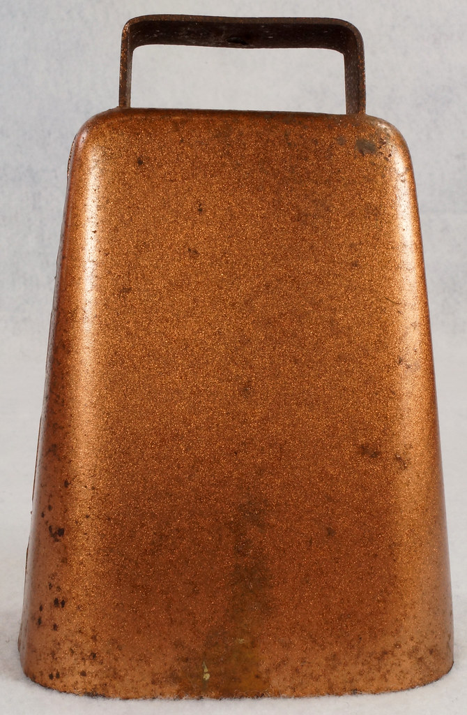 RD14823 Vintage Copper Colored Steel Cow Bell 5 inch Tall DSC09307