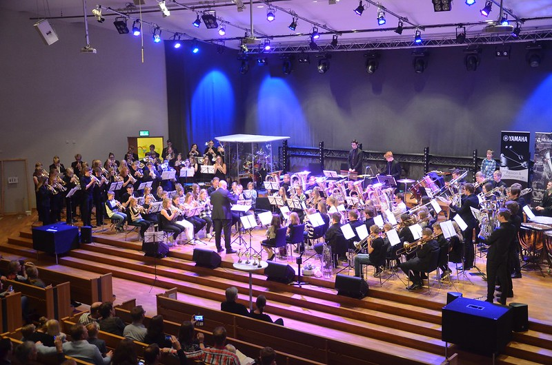 Massed Band under ledning av Frode Rydland