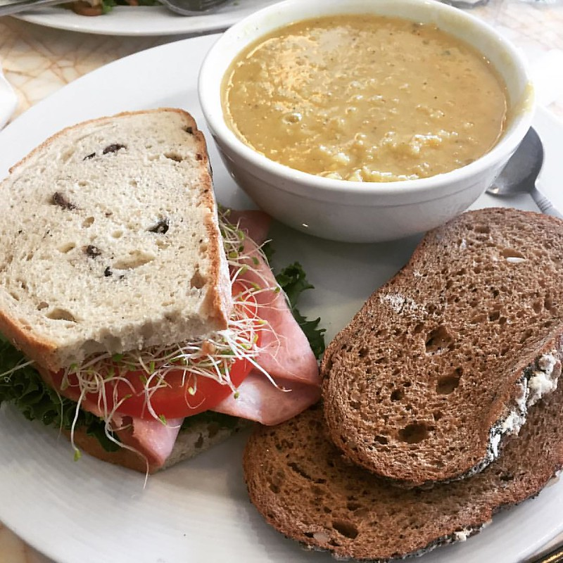 #soup #studiocafemagazzino #vegansoup #lentil #lentilsoup #sandwich #ham #hansandwich #carbs #carbsoncarbs #lunch #food #foodstagram #instafood #foodphotography #foodpic #foodphoto #foodshare #tripla #olivebread