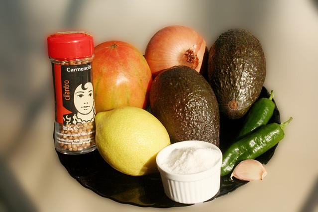 Foto de los ingredientes para la receta de guacamole