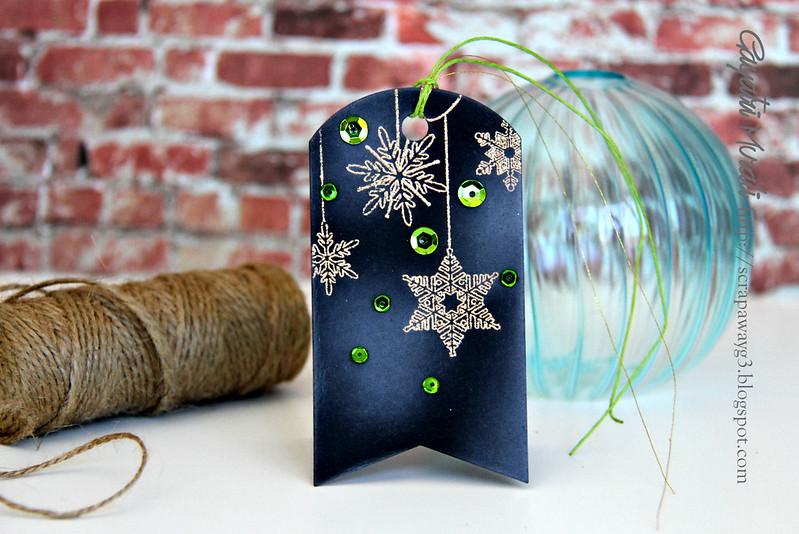Snowflakes vertical tag