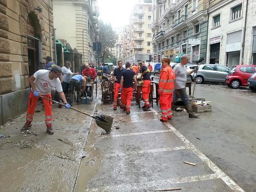 Alluvione Genova: l'intervento dei volontari