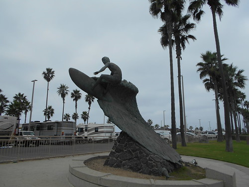naked surfer statue (1)