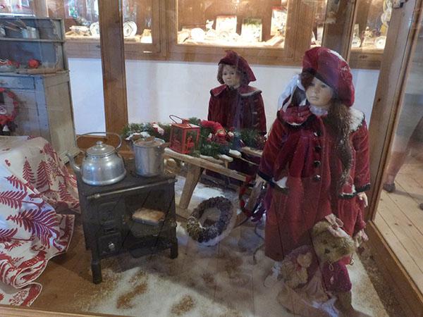 poupées rouges