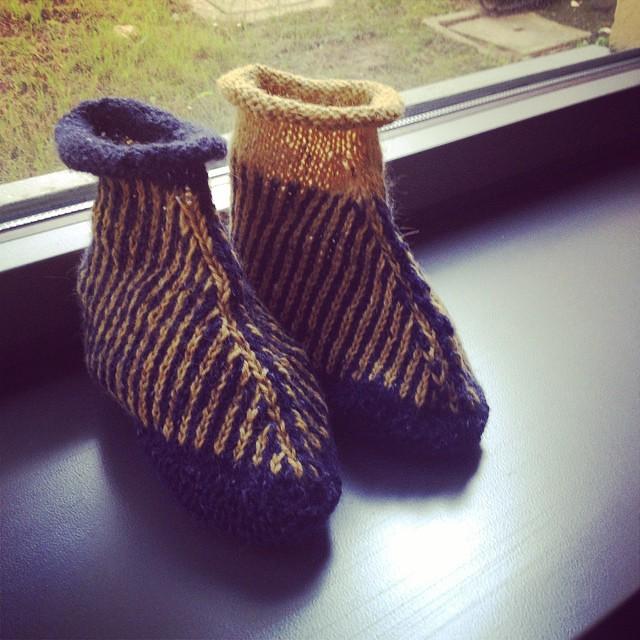 Simili ma non identiche finalmente in doppio!! #yarn #knit #knitting #iolavoroamaglia #lavoroamaglia #handmade #fattoamano #ravelry #ez #elizabethzimmerman #ameliabefana #instaknit